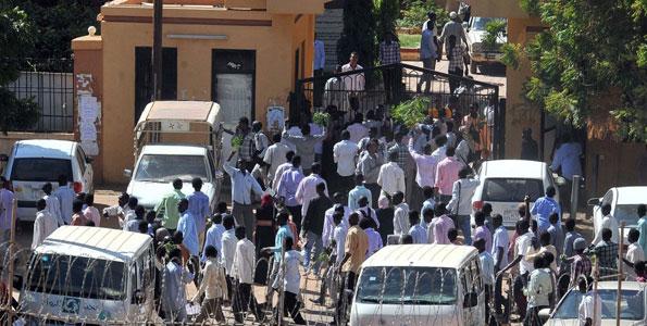 Hundreds of Sudanese in protest call for 'revolution'